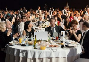 Picture of participants applauding in an corporate event hosted by Corporate Event organizer Kiyoh
